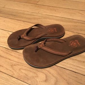 Reef sandals size 4